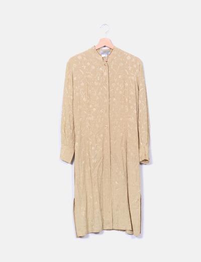 Conjunto de túnica y pantalón dorado