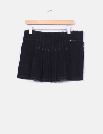 Mini falda negra de pana con tablas