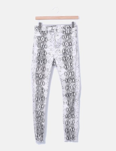 Pantalón denim pitillo blanco animal print