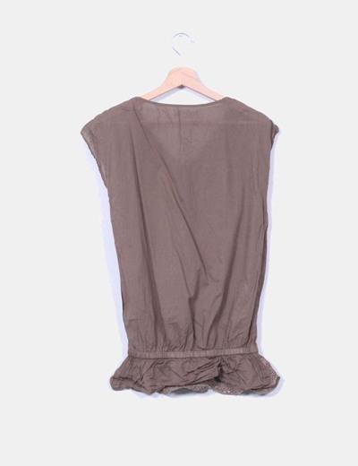 Blusa marron bordada troquelada sin mangas