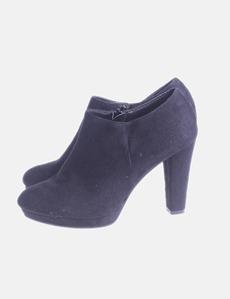 bbba66fb9 Zapato negro abotinado con tacón Marypaz