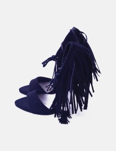 Zapatos stilettos negros con flecos