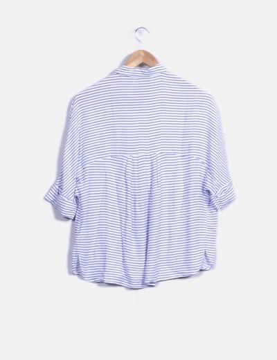 Blusa de rayas blanca y azul