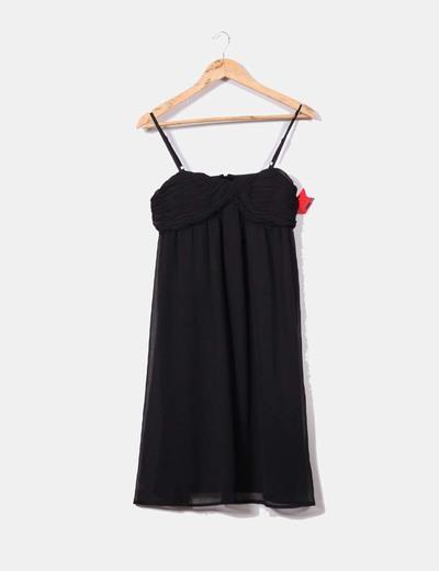 Robe noire en mousseline de soie avec décolleté drapé Kiabi
