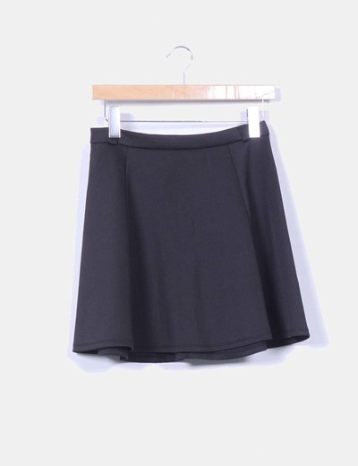 Mini falda negra de vuelo Stradivarius
