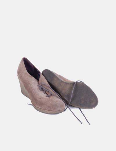 Zapato cuna marron detalle cordones