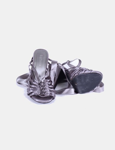 Sandalias raso gris con lazos