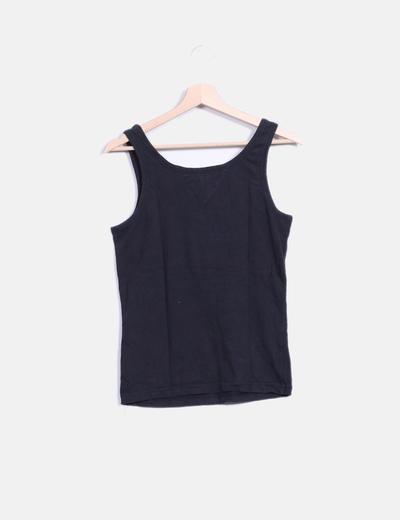 Camiseta negra con abalorios