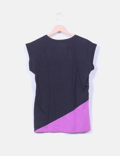 Camiseta deportiva negra y morada