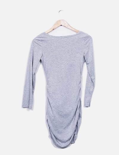 Vestido gris escote pico