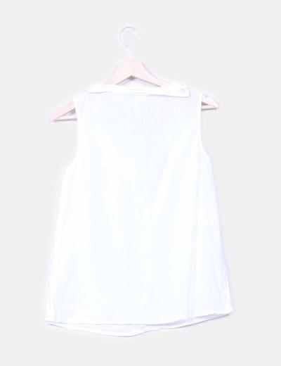 Blusa blanca con escote caja