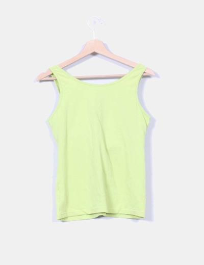 Camiseta verde pistacho con sujetador incorporado