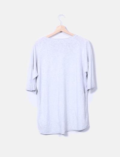 Camiseta plateada con abalorios