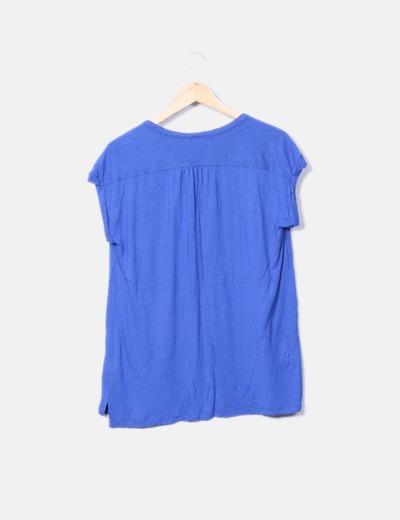 Camiseta azul escote pico