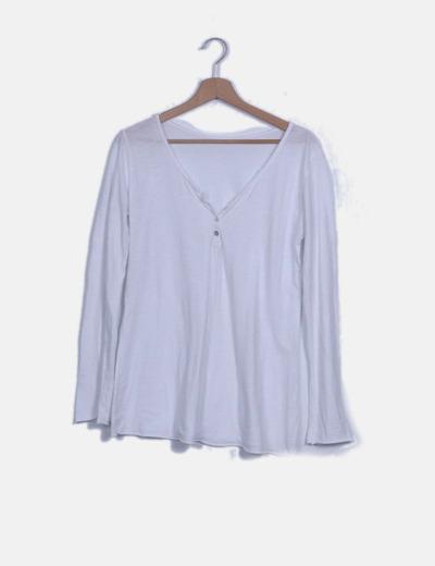 Camiseta blanca abotonada