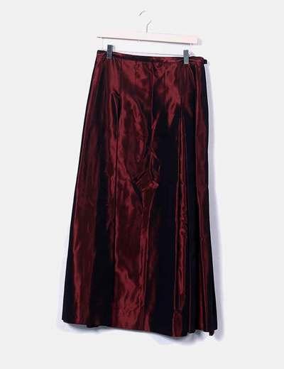 Conjunto de falda y blusa granates satinada
