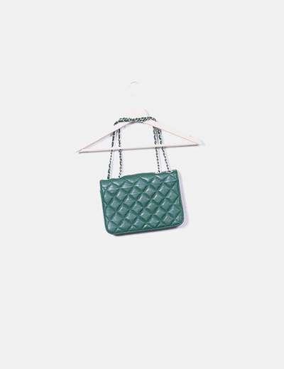 Bolso verde acolchado cadena