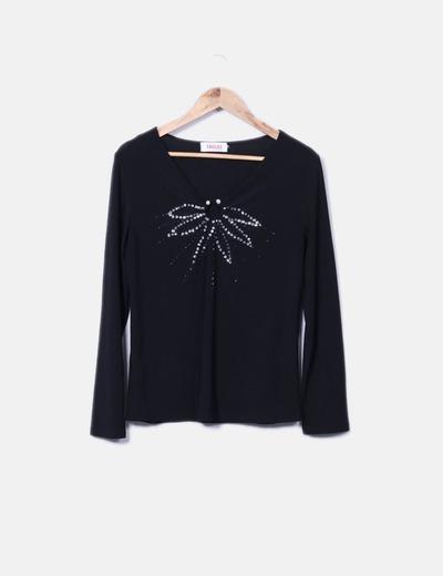 Camiseta fluida negra detalle escote Tossal