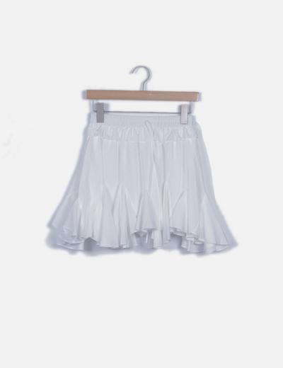 Falda blanca detalles plisados