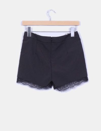 aec63a675b2f Shorts de vestir negro con encaje