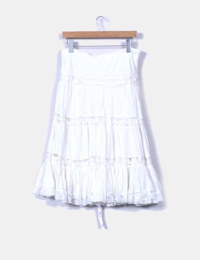 Falda midi blanca con vuelo