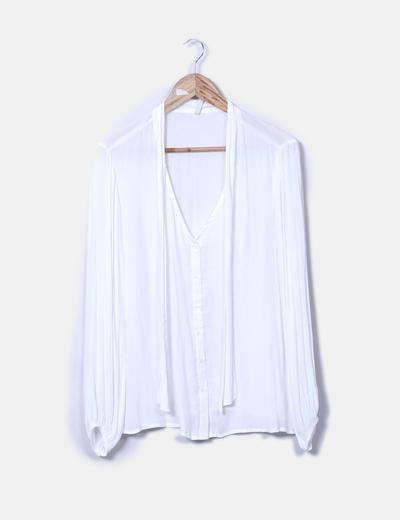 Blusa blanca cuello lace up