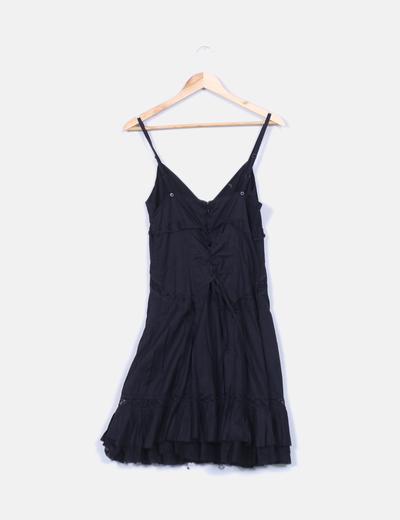 Vestido negro volante