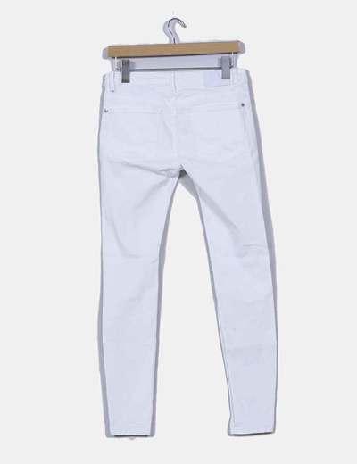 23d71f892c Pull Bear Pantalón blanco con rotos (descuento 71%) - Micolet