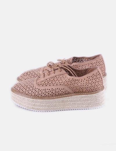 Zapato texturizado marrón