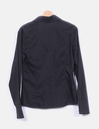 Camisa negra con detalles animal print