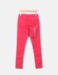 Pantalón denim rojo con topos negros C&A