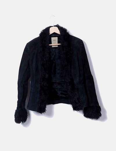 Schwarze jacke mit fellkapuze