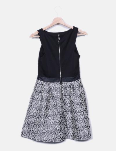 Vestido negro combinado falda evase texturizada