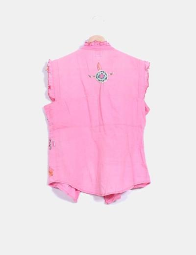 Blusa rosa con bordados multicolores