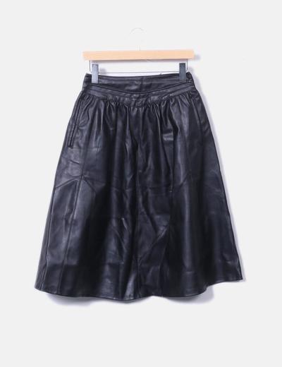 Falda midi polipiel negra Zara