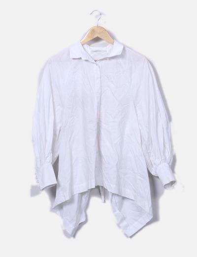 Camisa oversize con abertura en la espalda