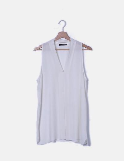 Blusa blanca sin mangas escote en pico