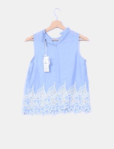 Blusa azul troquelada