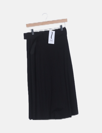 Falda fluida negra detalle cinturón