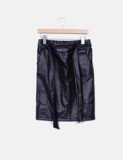 Falda midi polipiel negra Made in Italy