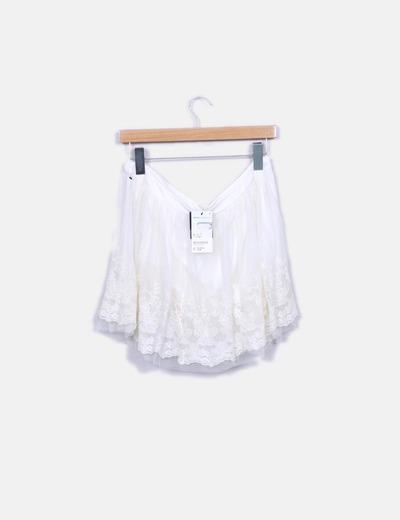 Falda blanca de tul con bordado floral