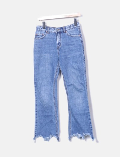 Jeans flare deshilachados