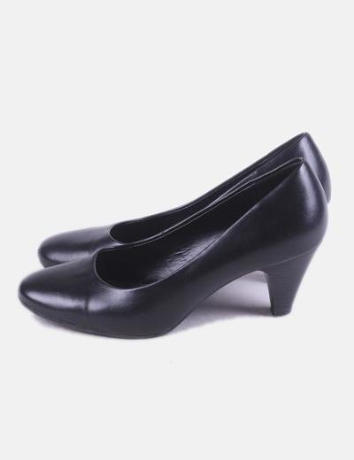 Zapato de tacón negro