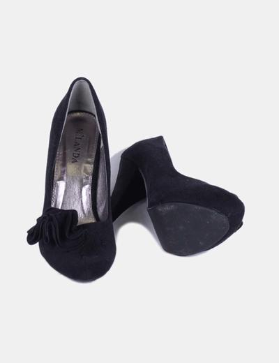 Zapato negro de antelina
