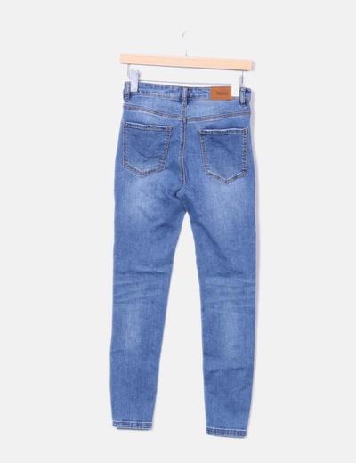 Jeans denim azul con pedreria