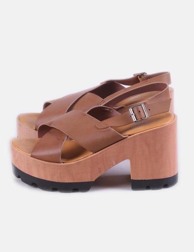 Sandalia marrón con tiras cruzadas Buonarotti