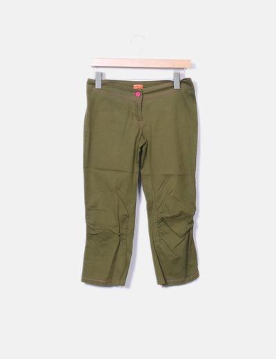 Pantalón verde kaki pirata