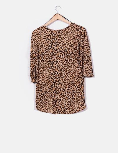 Top corte irregular print leopardo