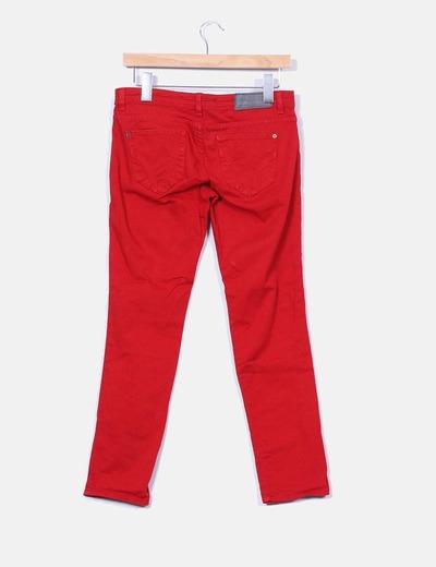 Jeans denim rojos slim fit