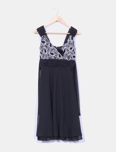 Vestido midi gasa negra escote texturizado NoName